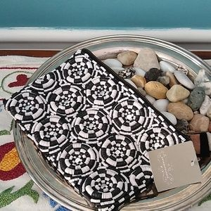 Anthropology BLK,WHI clutch